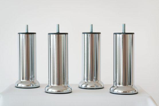 jeu-de-pieds-chrome-base-cylindrique-en-acier